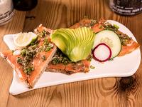 Tartine de salmón ahumado y palta