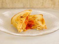 Sandwich caliente de Manteca de maní y mermelada simple