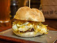Hamburguesa con huevo y trufa