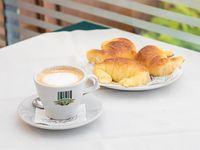 Café con leche con 3 medialunas