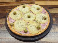 Pizza provoleta con jamón