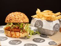 Burger rooster classic con papas fritas