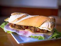 Sándwich de pechuga de pollo completo