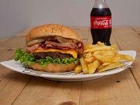 Hamburguesa Viankys de carne de res o filet de pollo + papas a la francesa + gaseosa cocacola original 250ml