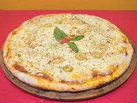 Pizza gourmet con muzzarella grande