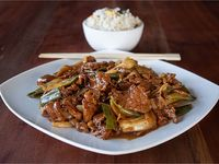 Carne mongoliana con arroz chaufan