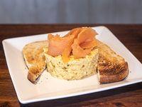 Huevo revuelto con salmón