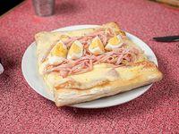 Pizza Muzzarella con Jamón y Huevo