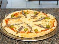 Pizza con muzzarella y anchoas