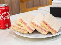Combo - 4 Sándwiches de miga de jamón y queso + Gaseosa 354 ml