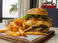 Hamburguesa Malloy's con papas fritas