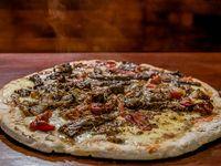 16 - Pizza con carne cortada a cuchillo