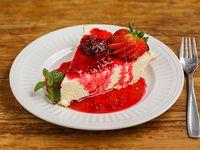 Cheesecake de chocolate blanco con frutos rojos