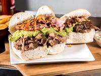 Promo - Sándwich de carne mechada Irarrázaval + bebida lata 350 ml