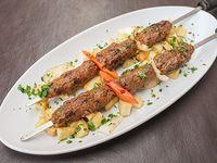 Shish kebab de carne picada
