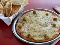 Promo - Pizza mozzarella grande + 1/2 docena de empanadas