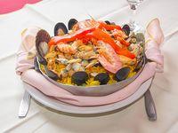 Paella  de mariscos con pollo