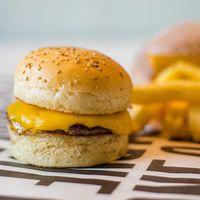 Combo niños - Hamburguesa con queso + Papas fritas + Bebida