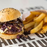 Combo - Hamburguesa con hongos + Papas fritas + Bebida