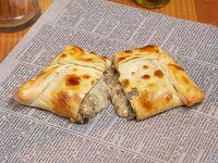 Empanada champiñón, cebolla y queso roquefort