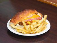 Sándwich cheddar con papas fritas