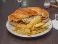 Sándwich siete maravillas con papas fritas