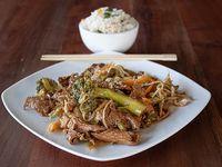 Chaumin de carne con arroz chaufan
