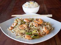 Chapsui de camarón con arroz chaufan