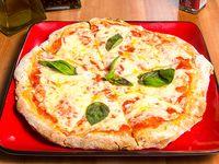 Combo - Pizza margherita individual + bebida línea Coca-Cola en lata de 330 ml