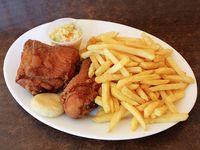 American chicken (2 piezas) + papas fritas + coleslaw y arepita