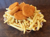 Papas fritas con nuggets
