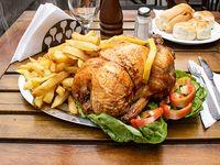 Pollo al spiedo con frita y ensalada mixta grande
