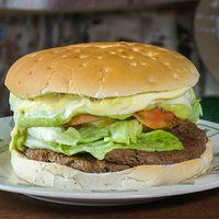 8  - Sándwich gigante  hamburguesa completa + bebida