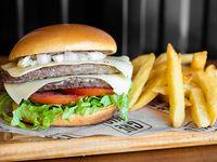 Combo criollo - Doble hamburguesa de 130 g de carne + papas fritas