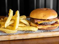 Combo  cheddar & bacon - Hamburguesa 130 g de carne y papas fritas