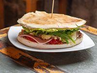 Sándwich de carne Cocodrilo