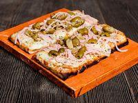 Pizza con muzzarella y 2 gustos
