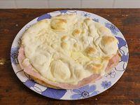Sándwich especial con jamón y queso