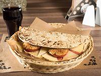 Combo 8 - Piadina con Prosciutto, queso pecorino, tomates gratinados + bebida + postre
