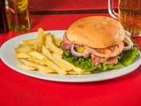 Promoción - Hamburguesa Purple Onion Dill + papas fritas + cerveza Cristal en lata de 350 ml