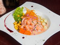 Ceviche de salmón con 3 Camarones