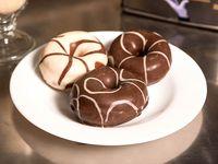 Donut bañada en chocolate (3 unidades)