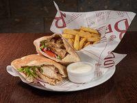 Promo 2x1 - Shawarmas clásicos en pan de pita de pollo + salsa shawarma + mini ración de papas fritas