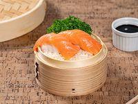 Niguiris de salmón (2 piezas)