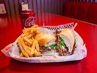 Sándwich de chivito special + papas fritas