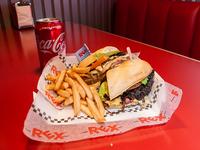 Sándwich de chivito de carne premium + papas fritas