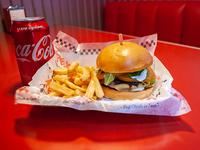 Sándwich de burger casera rock & fort + papas fritas