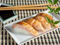 Nigiri de salmón gratinado