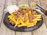 Papas fritas con carne
