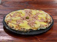Pizzeta con salsa, ananá y  jamón